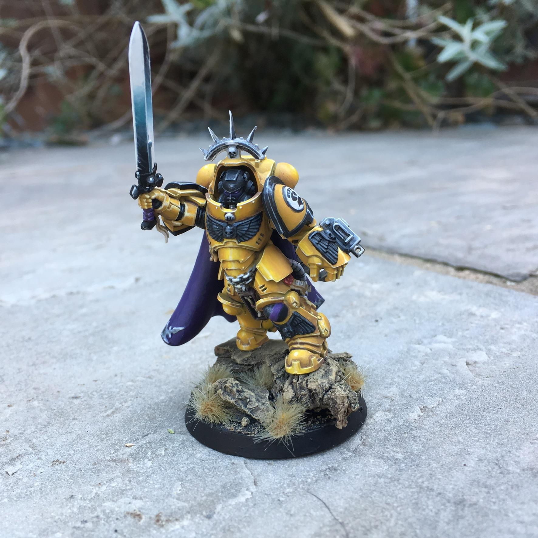 Imperial fists primaris captain in gravis armour